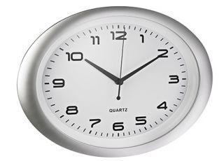 Stenska ura, ovalna, bela,